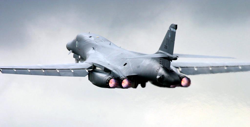 爆撃戦闘機